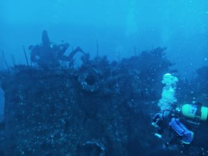 restos de un barco naufragado en los bajos de baldaio